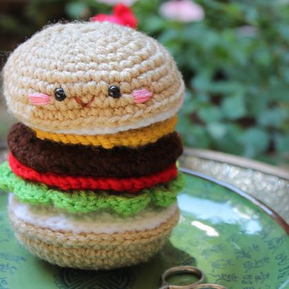 How to Crochet a Mini Burger - YouTube | 500x500